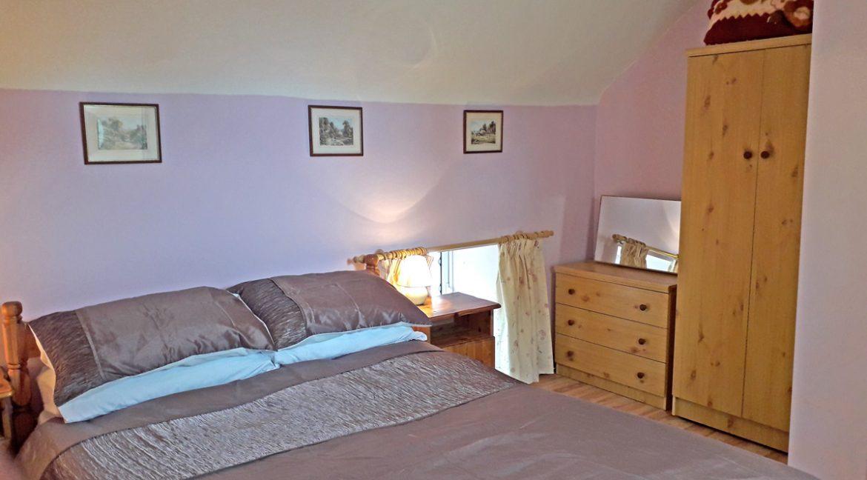 m005_bedroom1_2