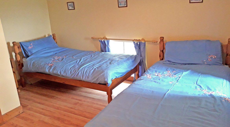 m005_twin_bedroom