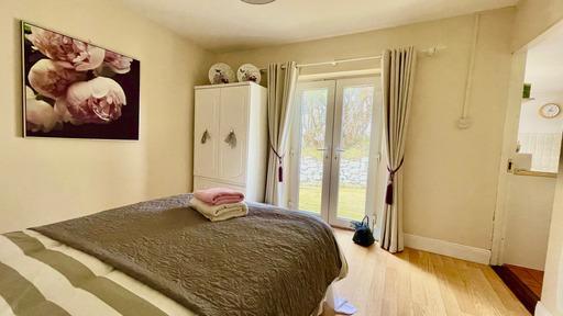 m021_bedroom1