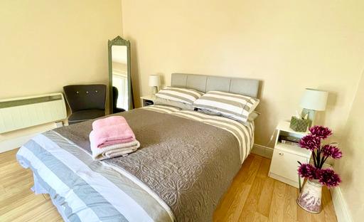 m021_bedroom2